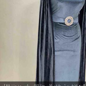 للبيع فستان جمل وراقي جدا مرتب
